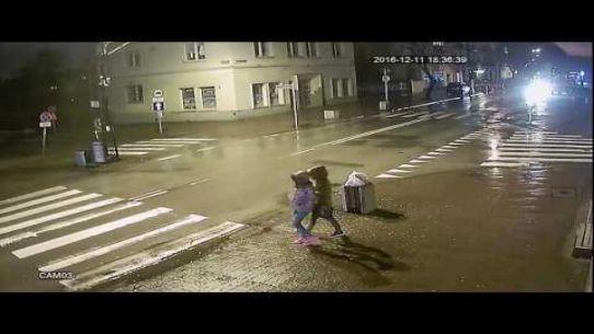 Potrącenie na przejściu dla pieszych w Pruszkowie